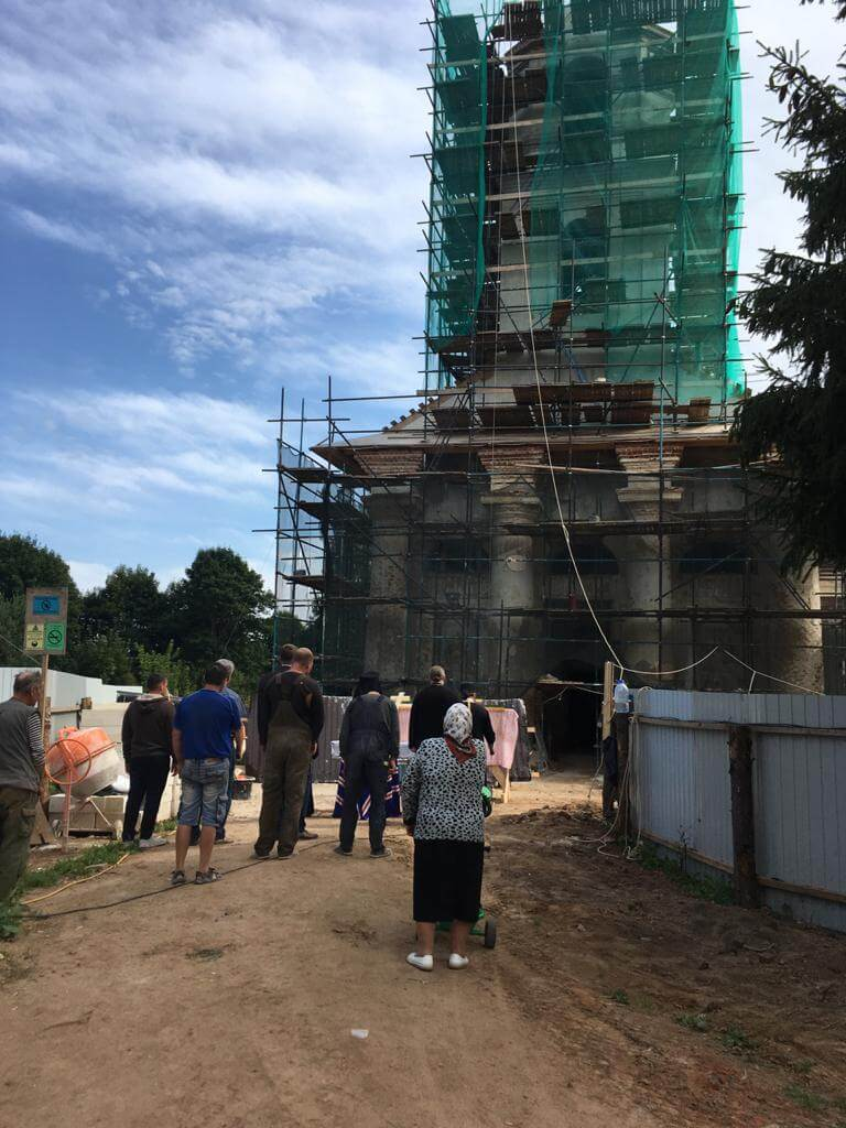 Епископ Вяземский и Гагаринский Сергий посетил с Архипастырским рабочим визитом возрождаемый храм Архистратига Божия Михаила д. Кикино